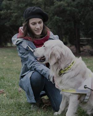 Herečka Petra s vodícím psem