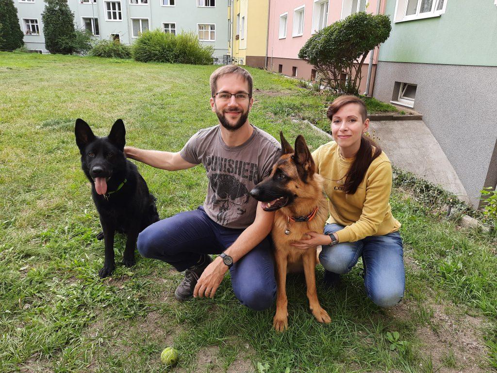 Pes Ronny a jeho pečovatelé